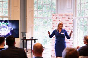 Claudia van Haeften spreekt op het Talking Dinner Vastgoed
